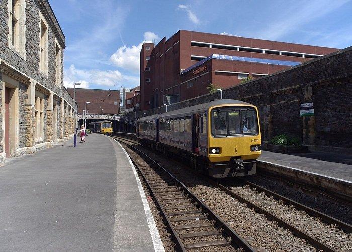CLIFFTON HILL TRAIN STATION